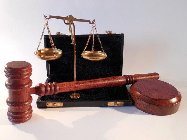 W czym umie nam wspomóc radca prawny? W których kwestiach i w jakich dziedzinach prawa wspomoże nam radca prawny?